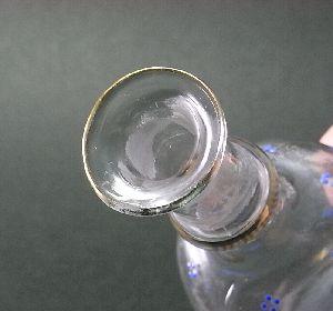 レース模様のリキュールボトル
